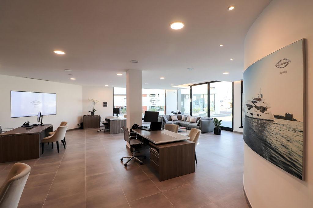 Realizzazioni punto quattro arredamenti office home for Arredamenti genova