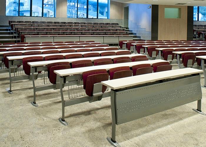 Sale conferenze punto quattro arredamenti office for Arredo ufficio genova