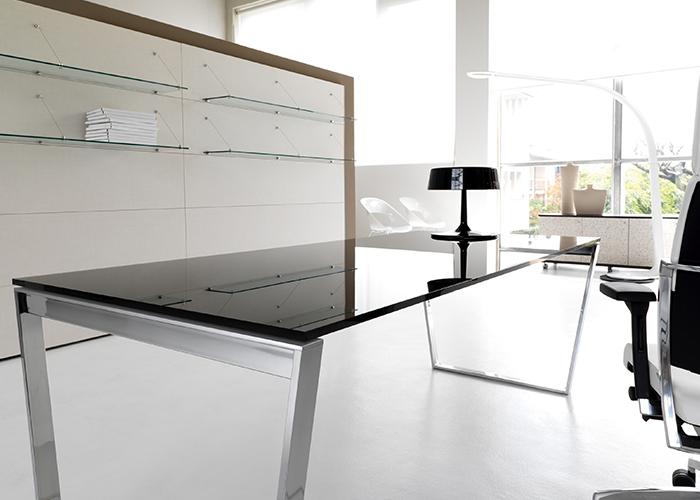 Scrivanie direzionali punto quattro arredamenti office for Arredo ufficio genova