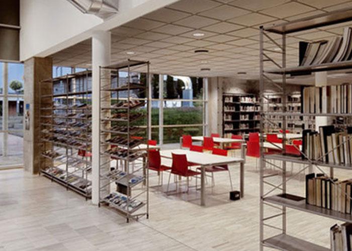 Librerie e boiserie punto quattro arredamenti office for Arredo ufficio genova